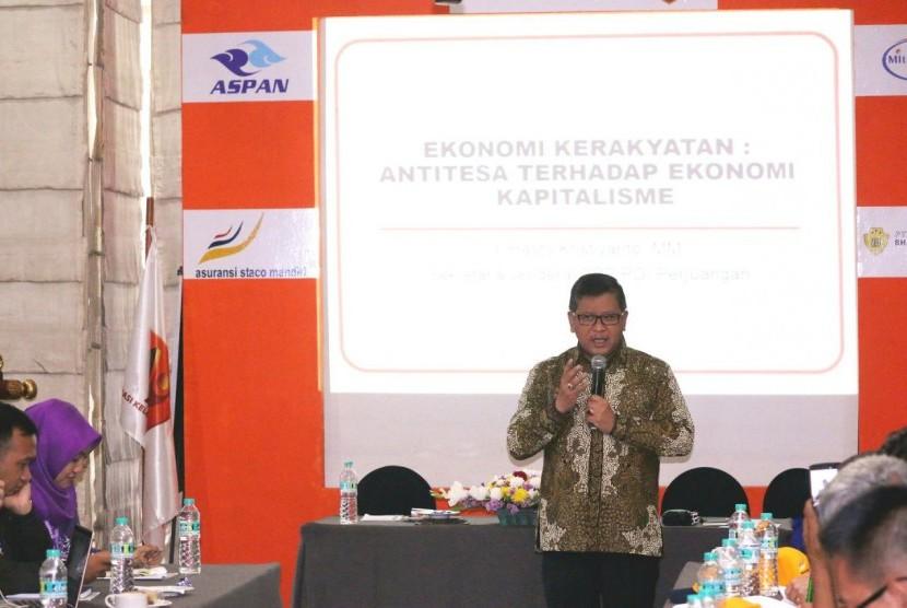 Sekjen DPP PDI Perjuangan Hasto Kristiyanto saat berbicara di rapat kerja nasional (Rakornas) I Akurindo di Jakarta, Kamis, (26/10).