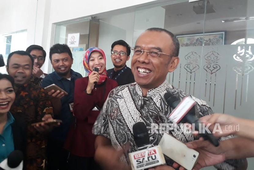Sekjen Kemenpora Gatot S Dewantoro memberikan penjelasan terkait kehadiran Presiden Jokowi dalam pertandingan Indonesia vs Islandia, Sabtu (12/1).