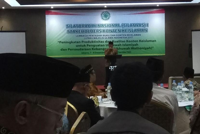 Sekjen MUI Dr Anwar Abbas memberikan sambutan pada Silatnas Stakeholders konten keislaman yang anggun yang diselenggarakan oleh Lembaga Pentashih buku dan konten Islam  (LPBKI) MUI di Jakarta, Kamis (7/12)