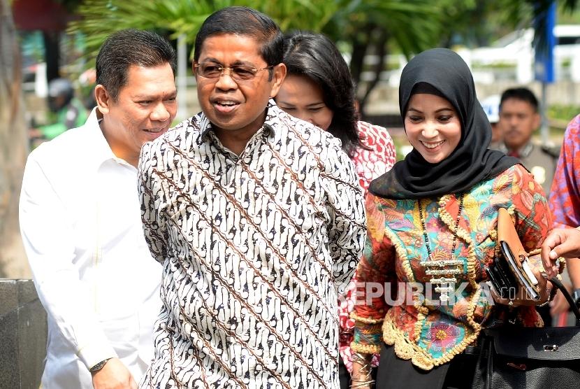 Sekjen Partai Golkar Idrus Marham mendatangi gedung KPK untuk menyampaikan keterangan tidak hadirnya Ketua DPR Setya Novanto dalam pemeriksaan kasus korupsi KTP Elektronik (KTP-el), Jakarta, Senin (11/9).