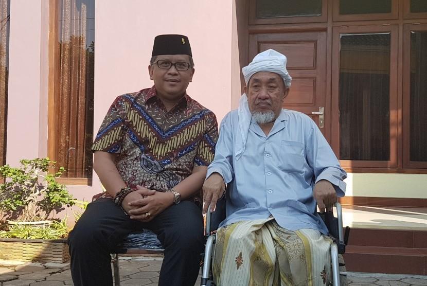 Sekjen PDI Perjuangan Hasto Kristiyanto, berkunjung ke pondok pesantren Nurul Cholil, Bangkalan Madura. Hasto diterima oleh pengasuh Ponpes Nurul Cholil, KH Zubair Muntashor.