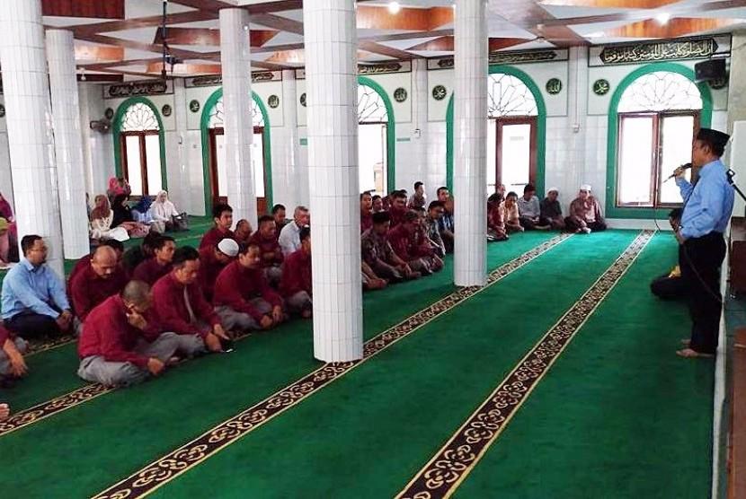 Sekolah Bosowa  Bina Insani menggelar halal bihalal Idul Fitri 1438 H.