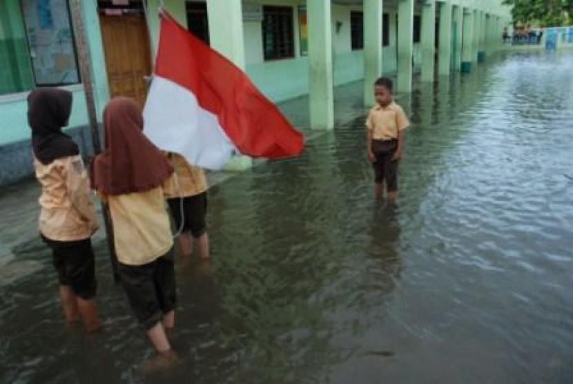 Sekolah ikut kebanjiran. Ilustrasi.