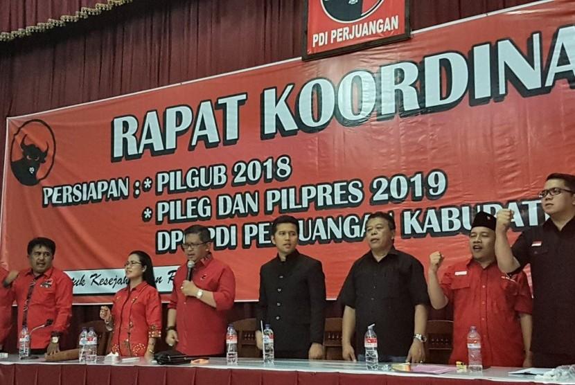 Sekretaris  Jenderal DPP PDI Perjuangan Hasto Kristiyanto melakukan rangkaian kunjungan kerja menemui kader di wilayah Mataraman dalam rangka konsolidasi partai menjelang pilkada serentak 2018.