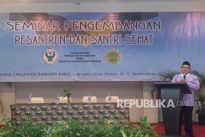 Sekretaris Umum PP Persis, Haris Muslim tengah menyampaikan sambutan dalam Seminar Pengembangan Pesantren dan Santri Sehat (Ilustrasi)