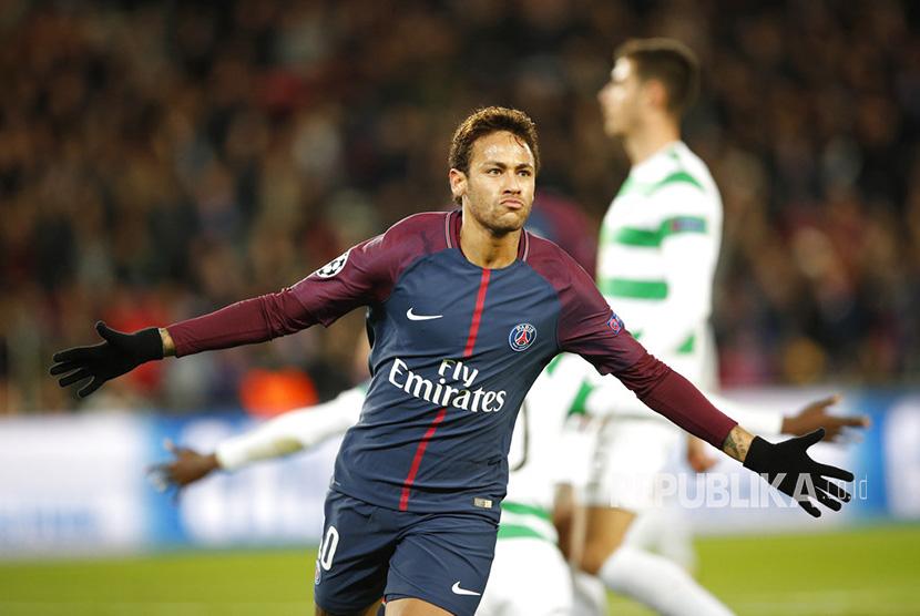 Selebrasi Neymar setelah berhasil menjebol gawang Celtic pada laga Grup B Liga Champions di Stadion Parc des Princes, Kamis (23/11) dini hari WIB.
