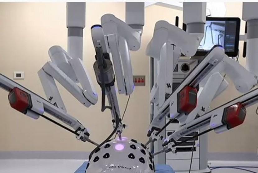 Semakin banyak dokter ahli bedah yang akan dilatih menggunakan robot di meja operasi dengan dibukanya fasilitas pelatihan robotik (Ilustrasi)