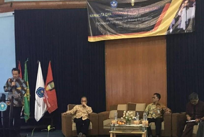 Seminar Nasional Nawacita dan Gerakan Revolusi Mental: Implementasi dan Kebijakan Pembangunan Bidang Pendidikan di Unversitas Muhammadiyah Sukabumi, Sukabumi, Kamis (18/5).