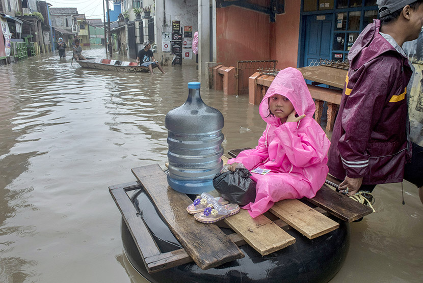 Pengungsi Banjir di Kabupaten Bandung Terus Bertambah