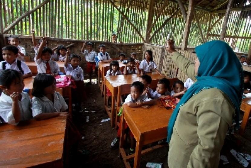Kemendikbud Urungkan Sanksi Guru yang Menolak Diredistribusi