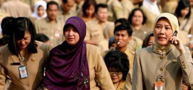 Seorang PNS wanita berjilbab (ilustrasi)