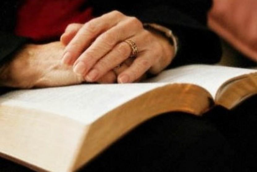 Seorang wanita membaca (Ilustrasi)