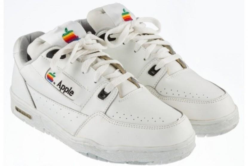 Sepatu Apple