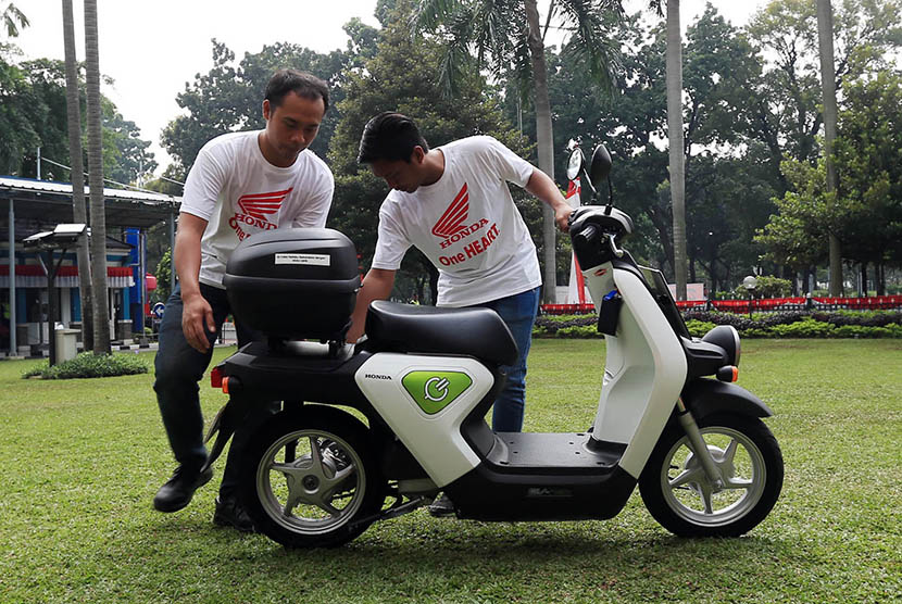 Sepeda motor listrik Honda EV Neo