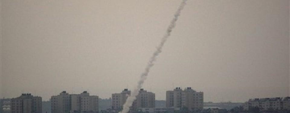 Serangan roket Palestina terhadap Israel, Sabtu (9/4).