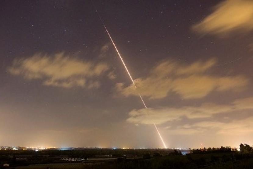 Serangan roket.