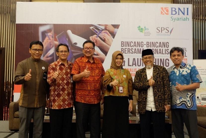 Serikat Perusahaan Pers (SPS) bersama Jurnalis Ekonomi Syariah (JES) mengadakan acara Bincang-bincang bersama Jurnalis dengan tema Mendorong Pertumbuhan Perbankan Syariah yang Berkualitas.