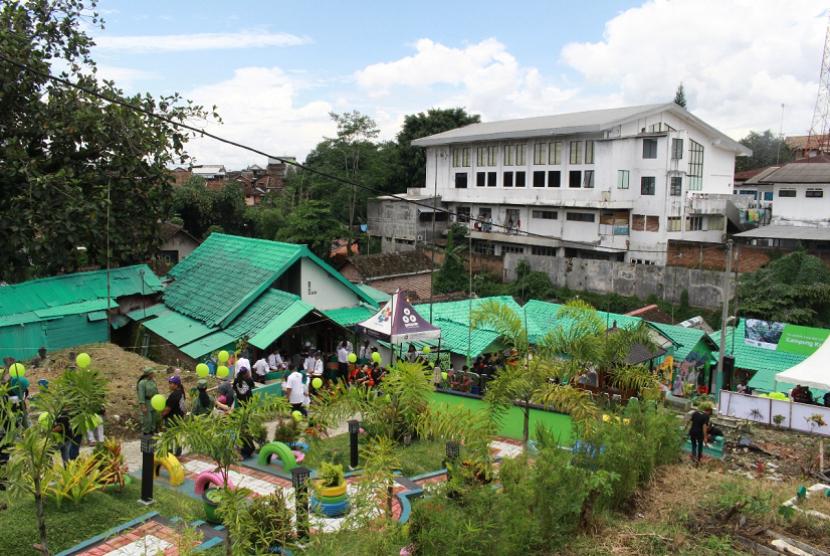 Setelah kampung warna-warni dan beberapa lainnya, Kota Malang kini menambah satu lagi kampung tematik. Kampung keramat yang  terletak RT 07 RW 03 Kelurahan Kasin ini resmi diluncurkan Walikota Malang, Mohammad Anton, Selasa (13/2).