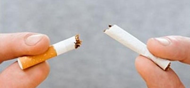 Setiap Muslim perlu belajar sugesti untuk tidak merokok saat berbuka ataupun sahur.