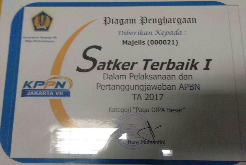 Setjen MPR menerima penghargaan Satker dari Kemenkeu.