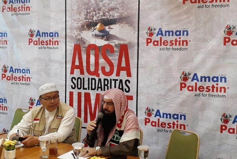 Sheikh Dr Muraweh Musa Nassar, Ketua Divisi Lajnah Baitulmaqdis, Asosiasi Ulama Internasional (kanan), mengujungi Kota Bandung dalam program penggalangan dana