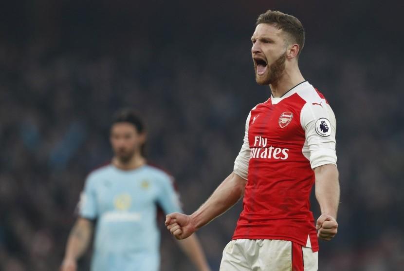 Mustafi Marah Dirumorkan Ingin Hengkang dari Arsenal