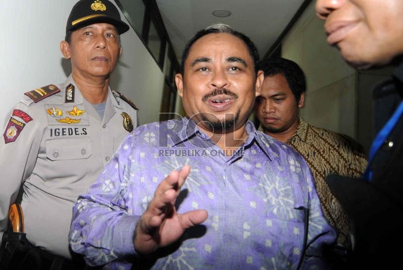 Sidang perdana tersangka korupsi dan pencucian uang Luthfi Hasan Ishaaq di Pengadilan Tiipikor, Jakarta, Senin (24/6).   (Republika/Wihdan Hidayat)