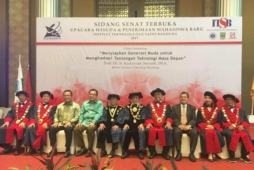 Sidang senat terbuka Institut Teknologi dan Sains Bandung (ITSB).