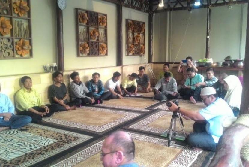 Sinergi Foundation Salurkan THR untuk Petani Dhuafa
