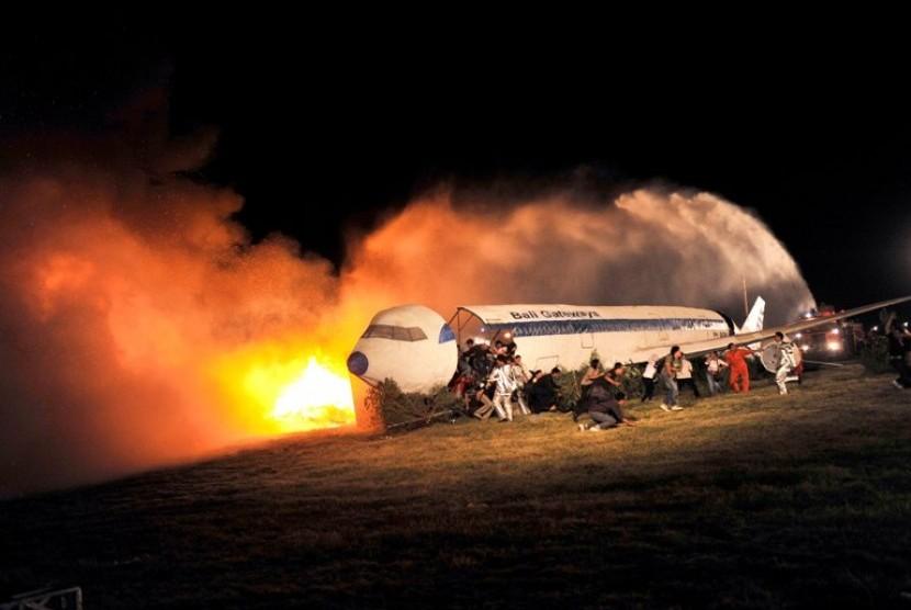 Simulasi Kecelakaan Pesawat