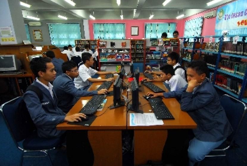 Siswa Madrasah Aliyah Negeri (MAN) Insan Cendekia, Serpong, Tangerang Selatan, Banten.
