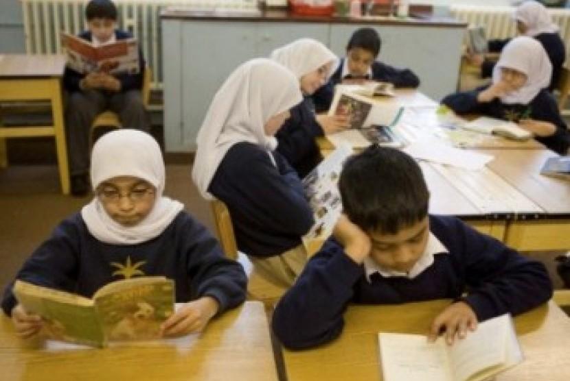 Siswa-siswa Muslim di sebuah sekolah dasar di Inggris