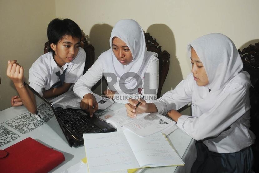 Siswa SMU belajar bersama, Siswa SMU belajar berkelompok