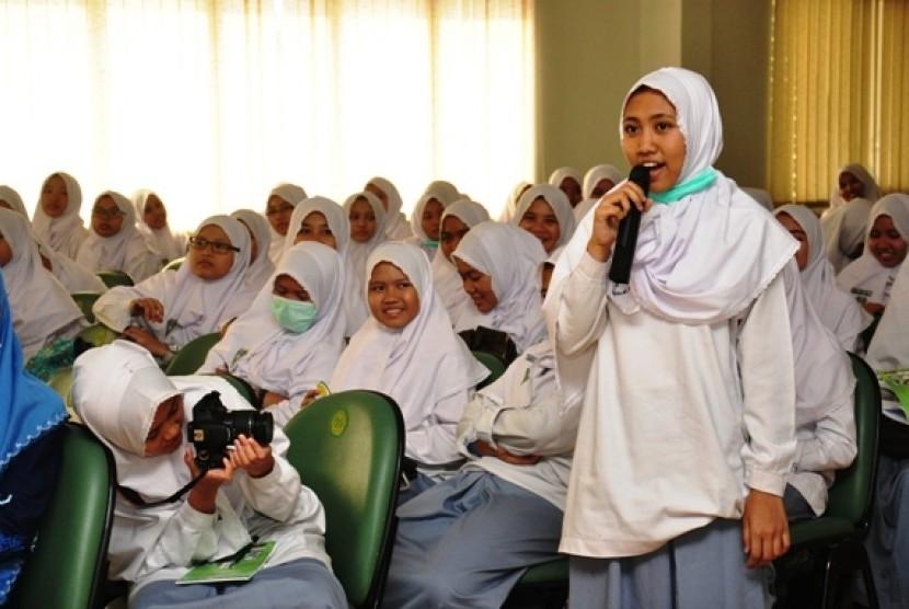 Madrasah Mu'allimaat Yogya Jalin Program Sister School