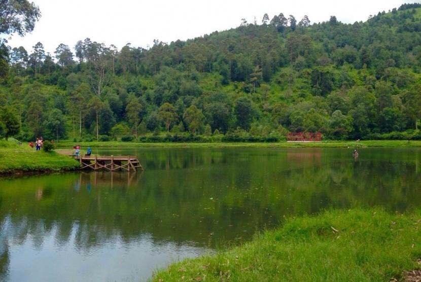 Situ Cisanti yang menjadi hulu Sungai Citarum