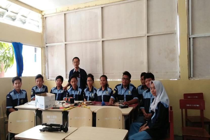 SMAN 13 Depok menggelar launching ekstrakurikuler bertajuk Life Skill Tata Boga dan Elektro di salah satu ruang sekolah, Selasa (14/2).