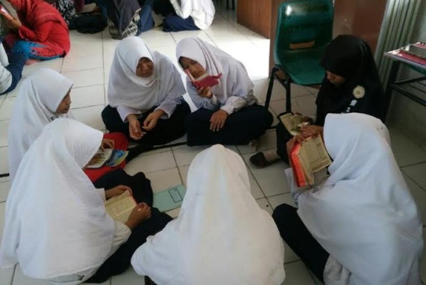 SMP Juara Pekanbaru Belajar Tafsir di Pesantren Ramadhan