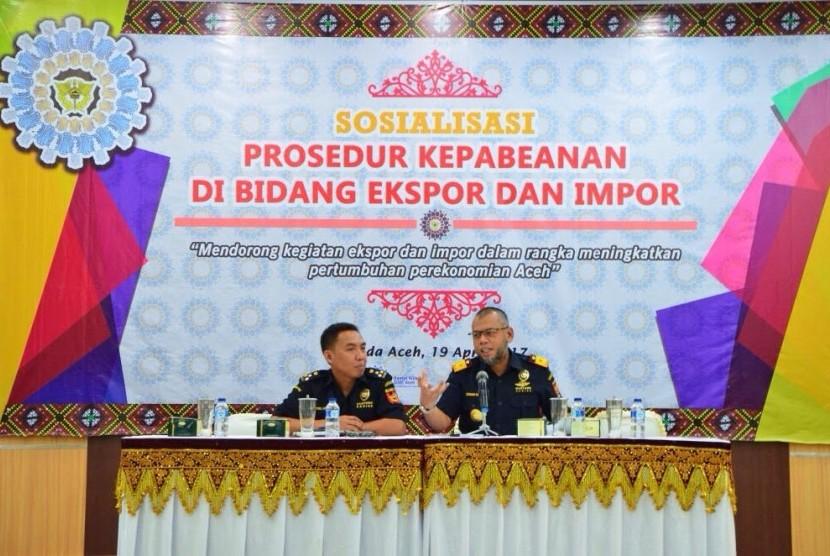 sosialisasi prosedur kepabeanan di bidang ekspor dan impor kepada masyarakat, khususnya kepada eksportir, importir dan instansi terkait di wilayah Provinsi Aceh, Rabu (19/4).
