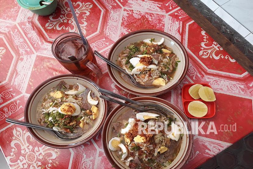 Soto daging Rahayu legendaris telah berdiri sejak 1928 di Kota Malang.