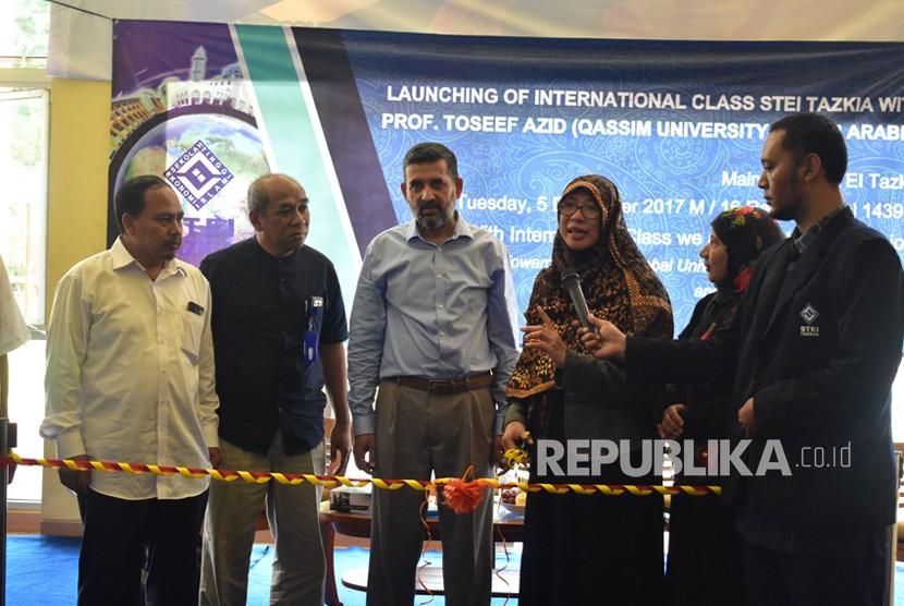 Permalink to In Picture: STEI Tazkia Luncurkan Program Kelas Internasional