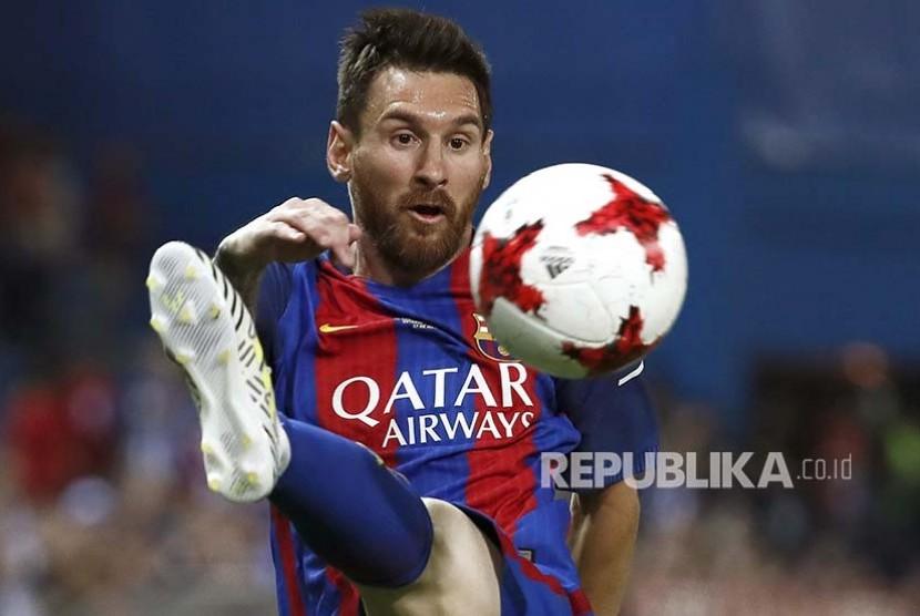 Striker Barcelona FC Lionel Messi saat bertanding melawan Deportivo Alaves pada gelaran final Piala Raja Spanyol, di Stadion Vicente Calderon, Madrid, Spanyol, Ahad (28/5) dini hari