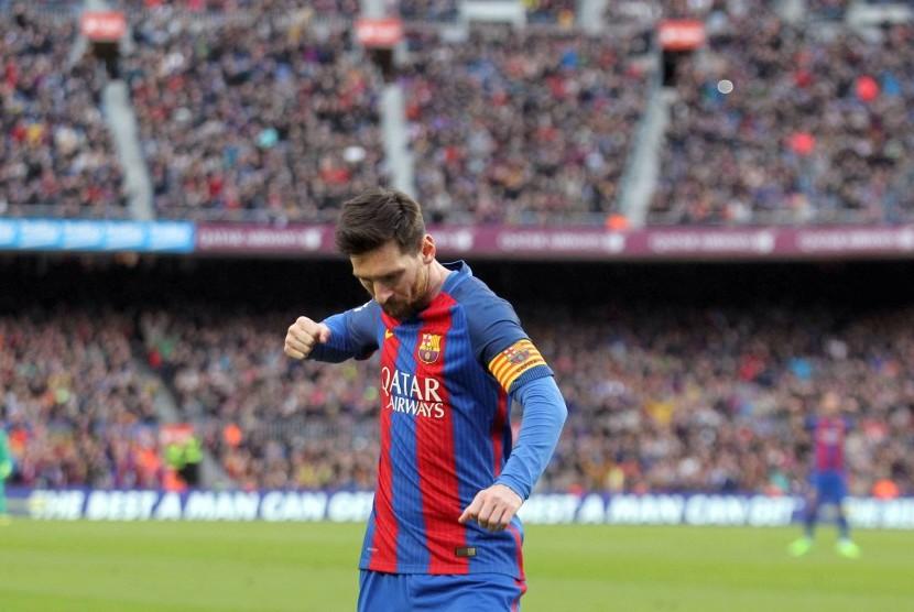Striker Barcelona, Lionel Messi dalam suatu laga di Camp Nou.
