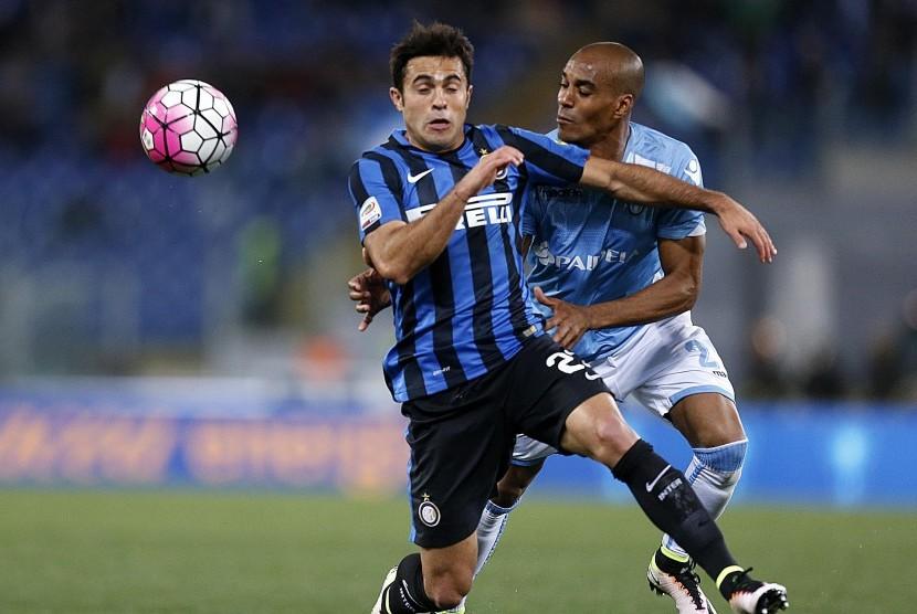 Striker Inter Milan, Eder Martins (kiri).