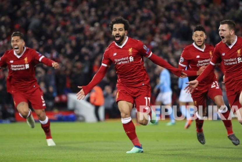 Striker Liverpool Mohamed Salah dkk  merayakan gol pertama Liverpool ke gawang Manchester City pada laga leg pertama perempat final Liga Champions Eropa di Stadion Anfield, Liverpool, Inggris, Kamis (5/4) dini hari.
