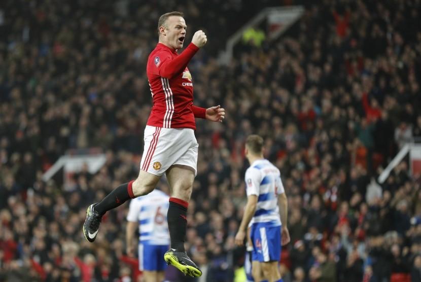 Bobol Gawang Reading, Rooney Samai Rekor Sir Bobby Charlton