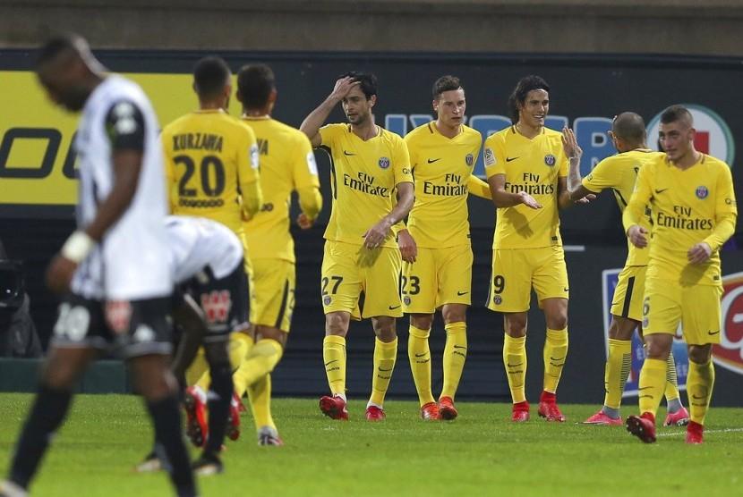 Dua Gol Cavani Warnai Kemenangan 5-0 PSG Atas Angers