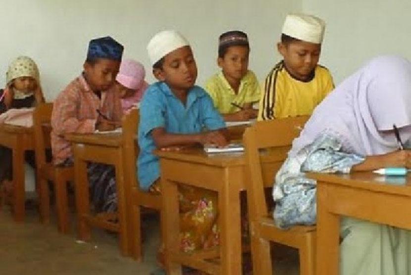Kemenag Targetkan 14 SD Ikuti Madrasah Diniyah