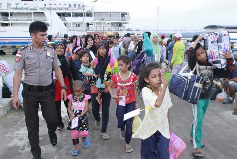 Suasana di Pelabuhan Internasional Tunon Taka Kabupaten Nunukan, Kalimantan Utara.