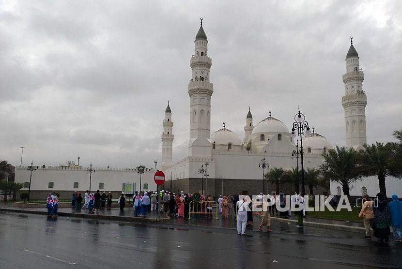 Suasana di sekitar Masjid Quba di Kota Madinah, Selasa (21/11).