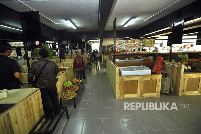 Suasana kondisi Pasar Sarijadi Bandung, Jalan Sariasih, Kota Bandung, Selasa (23/5).
